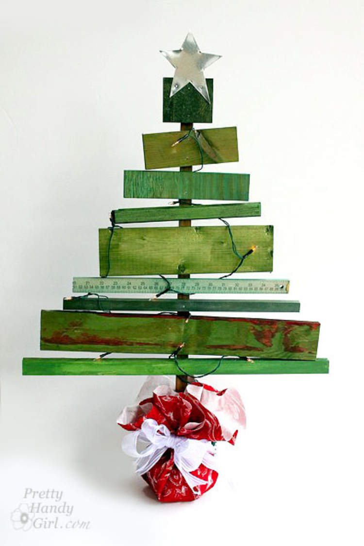 Scrap Pallet Wood Christmas Tree
